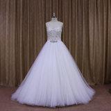 A - línea modelo que rebordea blanco de los vestidos nupciales