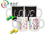 Кофейная чашка волшебного цвета кружки изменяя о влюбленности