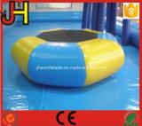 Trampoline inflável do Trampoline inflável da água na água