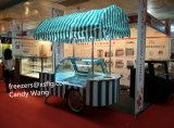 La visualización del helado Carts los congeladores de /Popsicels de las bicicletas del escaparate de /Gelato