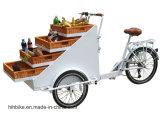 Bici del cargo con el triciclo retro de la cesta para la venta