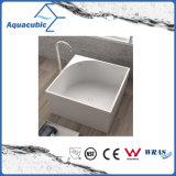 목욕탕 정연한 단단한 지상 독립 구조로 서있는 욕조 (AB6549)