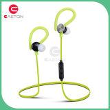 Acessórios do telefone móvel no fone de ouvido da orelha com rádio
