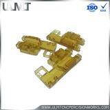 Perçage et polissage de pièces en plastique CNC