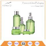 Glasduftstoff-Flaschen-und Sahne-Gläser eingestellt