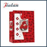 Подарка покупкы руки Rose дня Valentine способа мешок красного бумажный