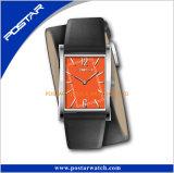 Novo desenvolver o relógio simples de quartzo das senhoras com a cinta de couro envolvida dobro