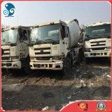 Un camion mescolantesi dei 2 Nissan utilizzato buona condizione del colpo di Nissan ha bagnato la betoniera
