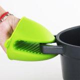 普及した昇進の世帯の台所ツールのNon-Sllipの耐熱性シリコーンの手袋