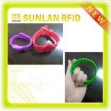 Braccialetto astuto registrabile su ordinazione del Wristband del silicone di frequenza ultraelevata RFID di promozione