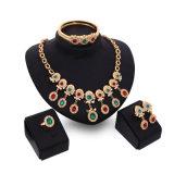 多彩なダイヤモンドネックレスのイヤリングのブレスレットのリング4 PCSの一定の方法アフリカの花嫁の金宝石類