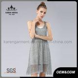 Платье маленькая высокого шкафута девушок Карен безрукавный короткое