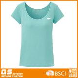 여자의 낮은 목 형식 t-셔츠