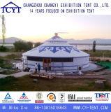 호화스러운 옥외 가족은 당 몽고 Yurt 야영 천막을 이완한다