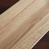 Suelo natural de madera sólida del color con diversas tallas