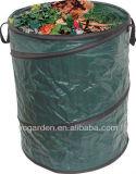 Grandes fortes resistentes estalam acima o saco Waste do jardim