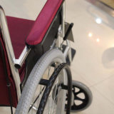 Disabled를 위한 Topmedi Medical Equipment Economical 각자 Propelled Aluminum Wheelchair