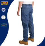 Os homens afilaram calças de brim aptas relaxadas pé