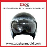 オートバイの使用のためのプラスチックヘルメットおよびバイザー型