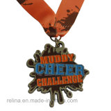 Médaille faite sur commande de sport de marathon du passage 10k de bain d'école avec le scintillement