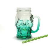 Tasse en verre formée par tête colorée de choc de maçon de crâne avec le chapeau et le traitement de bidon
