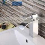 Le robinet de bassin de baignoire avec le filigrane a reconnu pour la salle de bains