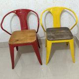 バースツールの金属のビストロの椅子の食堂の椅子のスタック可能金属の椅子