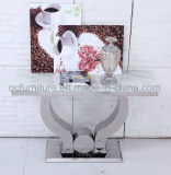 白い大理石の上ミラーのスライバベースが付いているダイニングテーブル