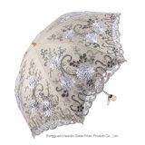 Guarda-chuva de dobramento do bordado da flor 3D do parasol 2 UV de Sun do laço