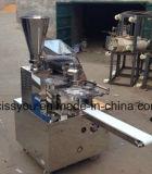 Panino cotto a vapore cinese che fa il creatore farcito di Momo che forma macchina