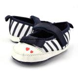 Ботинки малыша младенца мягкие нижние крытые