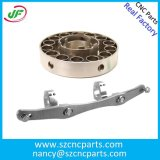 Precisione di CNC che lavora le parti alla macchina del cilindro idraulico con il centro di lavorazione di CNC