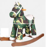 O balanço de madeira do brinquedo do bebê Cavalo-Camufla o balancim do cavalo
