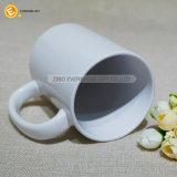 コーヒーまたはミルクのための白いブランク陶磁器のマグ