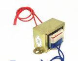 El transformador de potencia que una bobina conectó con una fuente de energía para recibir energía de la corriente alternada se llama un enrollamiento primario