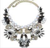 Dames van het Eind van halsbanden de Nieuwe Modieuze Hoge en de Overdreven Halsbanden van de Kraag van het Kristal van de Hars (tp-147)