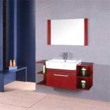 現代木製の壁に取り付けられた浴室の虚栄心