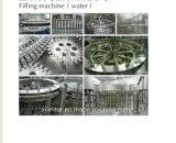 Máquina que capsula de relleno que se lava del agua mineral