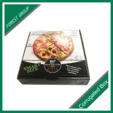 عالة ورقيّة [فست فوود] يعبّئ صندوق لأنّ بيتزا تعليب
