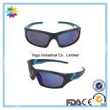 L'obiettivo su ordinazione del PC di marchio scherza gli occhiali da sole dell'adolescente con i colori facoltativi
