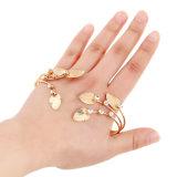 Namaakbijouterie van de Ring van het Manchet van de Armband van de Armband van de Palm van de Hand van het Blad van de Vrouw van de manier de Antieke Goud Gesneden