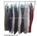 Sacchetto e coperchio liberi di lavaggio a secco del LDPE su un rullo per i vestiti e l'indumento