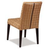 椅子を食事する革鋼鉄ホテルのレストラン