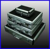 Cassetta portautensili di alluminio con l'intarsio dell'inserto della gomma piuma del ritaglio