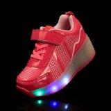 빛을%s 가진 번쩍이는 운동화 LED 단화 롤러 스케이트 단화가 공장에 의하여 빛 농담을 한다