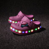 夏のためのサンダルの靴、サンダルをつけている2016人の新しいモデルの子供は男の子のためのLEDの靴OEM、Sandel LEDの点滅の靴および女の子をからかう