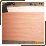 MDF amarelo vermelho natural da madeira compensada de 18mm Sapele Sapele para a mobília