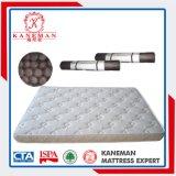 泡のマットレスの上で転送される寝室の家具のスリープ容易