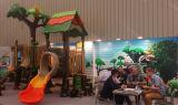 Im Freienspielplatz-Kind-Plastikprodukt