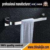 Les accessoires de salle de bains/garnitures fixés au mur de salle de bains choisissent la barre d'essuie-main